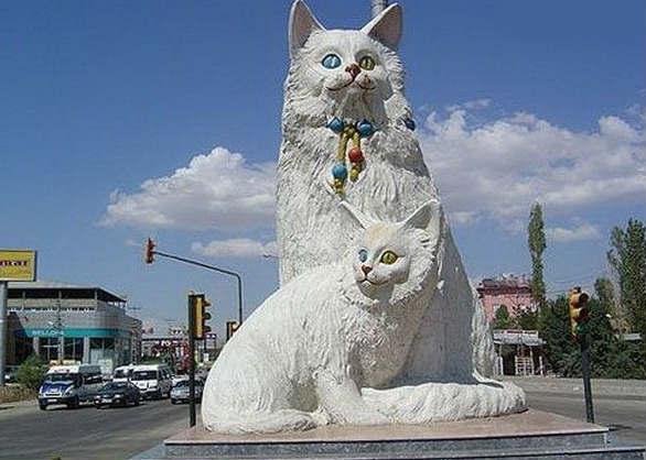 Памятник турецким кошкам Ван